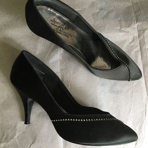 8B bling black heels